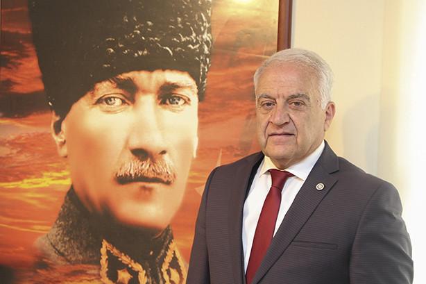 Büyük özlemle andığımız Atatürk bütün dünyanın hayranlık duyduğu, yaşadığı çağa damga vuran, örnek bir komutan ve devlet adamıydı.