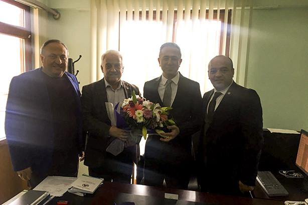 Yalova Ticaret ve Sanayi Odası (YTSO) Başkanı Tahsin Becan ve yönetim kurulu üyeleri Yalova İl Ticaret Müdürü Alparslan Tunalı'yı ziyaret ettiler.